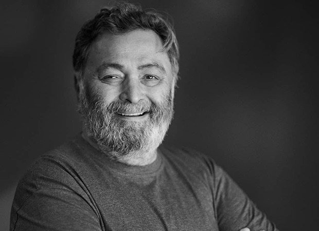 Rishi Kapoor flashes his heart-warming smile in this latest picture!