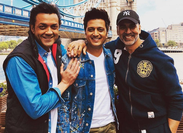 Watch Riteish Deshmukh and Bobby Deol call out Akshay Kumar for being late; he denies