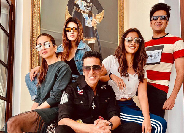Housefull 4: Akshay Kumar CRIES while his co-stars jam to Punjabi songs!