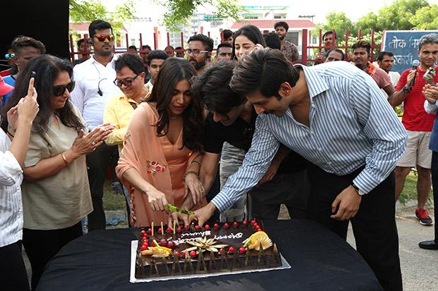 Behind the Scenes Here's how the cast of Pati Patni Aur Woh celebrated Bhumi Pednekar's birthday