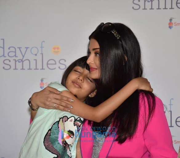 Photos Aishwarya Rai Bachchan and her daughter Aaradhya Bachchan snapped at the SRCC Hospital event (5)