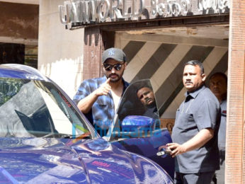 Photos: Arjun Kapoor snapped at the gym in Juhu