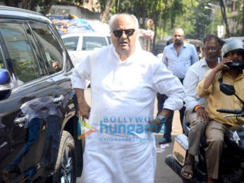 Photos: Celebs attend the funeral of Manish Malhotra's father
