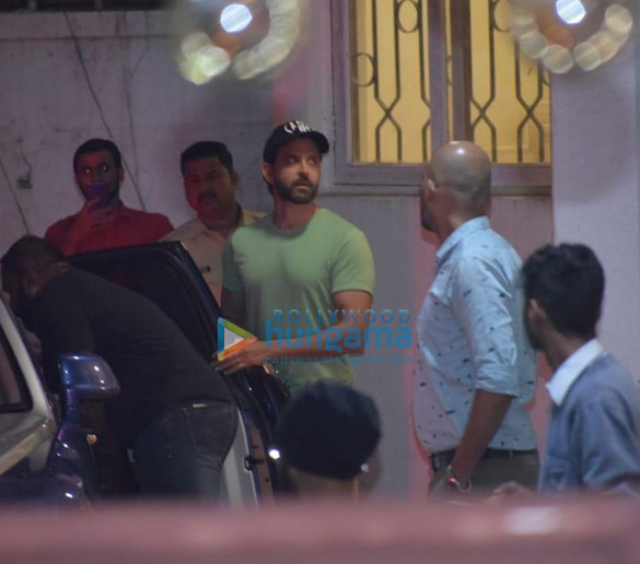 Photos Hrithik Roshan, Ananya Panday and others snapped at a dubbing studio in Juhu (1)