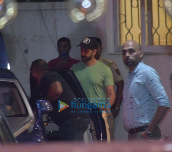 Photos Hrithik Roshan, Ananya Panday and others snapped at a dubbing studio in Juhu (2)