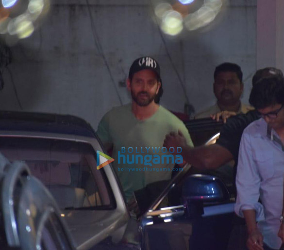 Photos Hrithik Roshan, Ananya Panday and others snapped at a dubbing studio in Juhu (5)