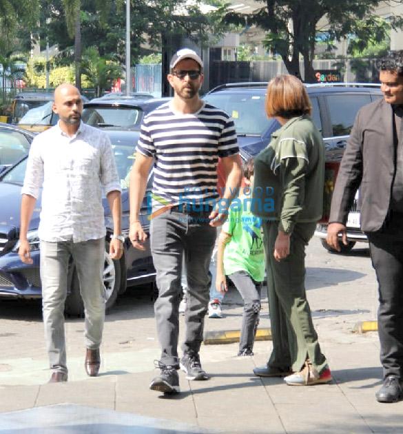 Photos: Hrithik Roshan, Rakesh Roshan, Rajesh Roshan snapped at Yauatcha, BKC