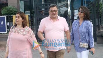 Photos: Rishi Kapoor, Neetu Kapoor and Randhir Kapoor snapped at Yauatcha, BKC