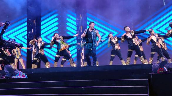 Photos Salman Khan, Sonakshi Sinha and others perform during Da-Bangg The Tour, Hyderabad (10)