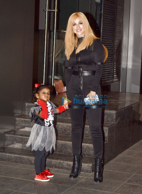 Photos Sunny Leone snapped with husband Daniel Weber dress for Halloween (1)
