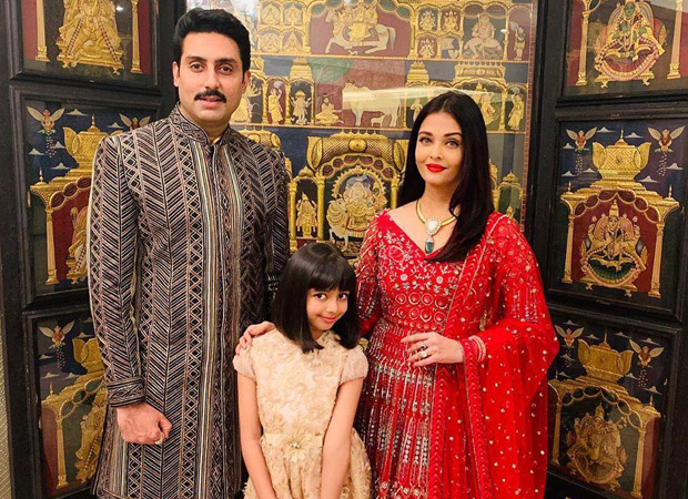 Picture Perfect Abhishek Bachchan and Aishwarya Rai Bachchan pose for a family picture with daughter, Aradhya Bachchan