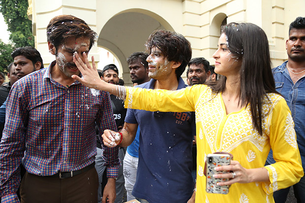 BTS: Here's how Kartik Aaryan and Ananya Panday marked the last day of their Lucknow schedule for Pati Patni Aur Woh