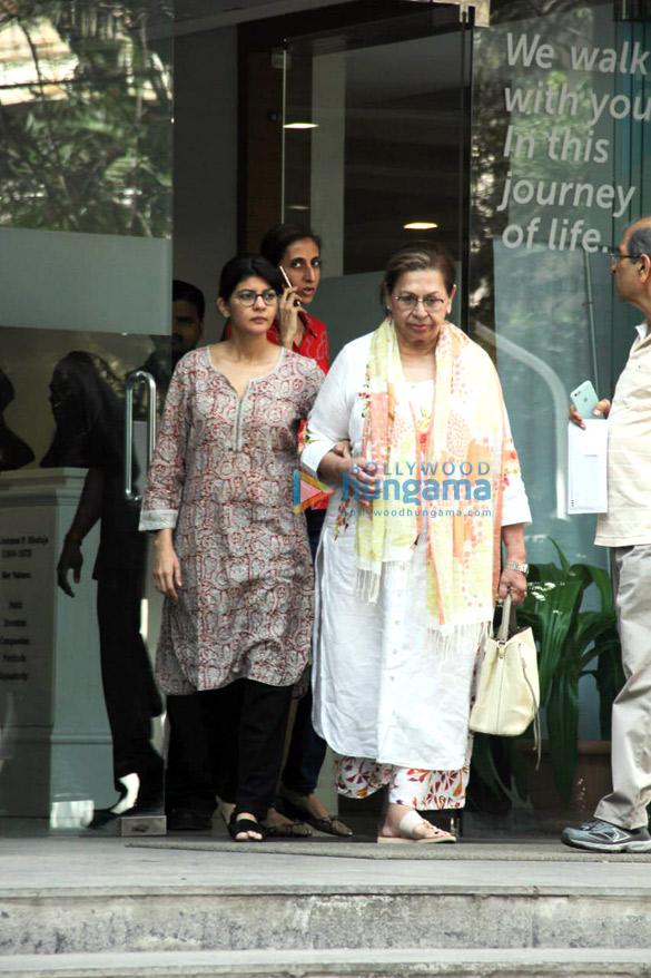 Photos: Aayush Sharma, Helen and Atul Agnihotri spotted at Hinduja Hospital