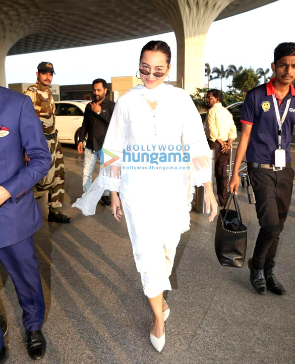 Photos: Ajay Devgn, Kajol, Saif Ali Khan, Sonakshi Sinha and others snapped at the airport