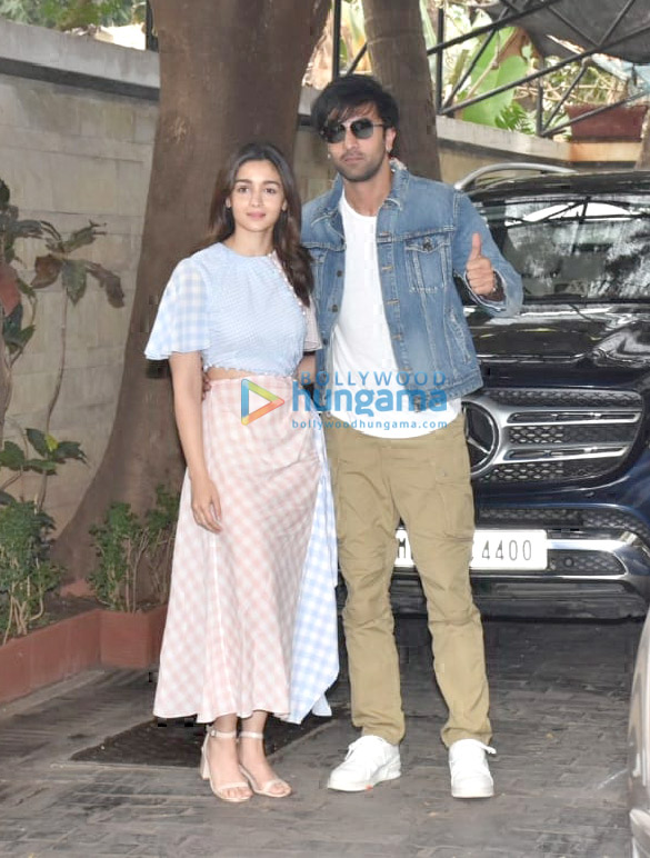 Photos Celebs snapped at Kunal Kapoor's Christmas brunch in Juhu (1)