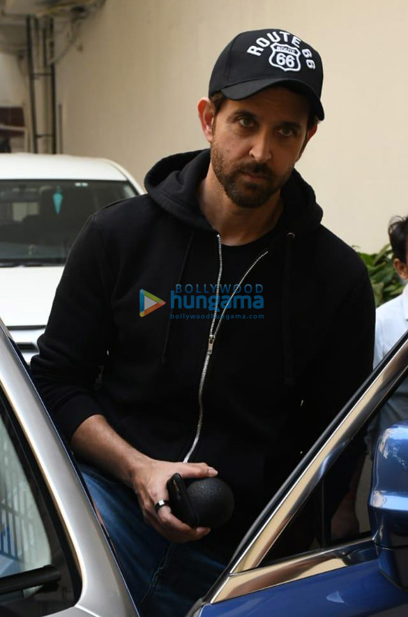 Photos Hrithik Roshan snapped at Old Dharma office (1)