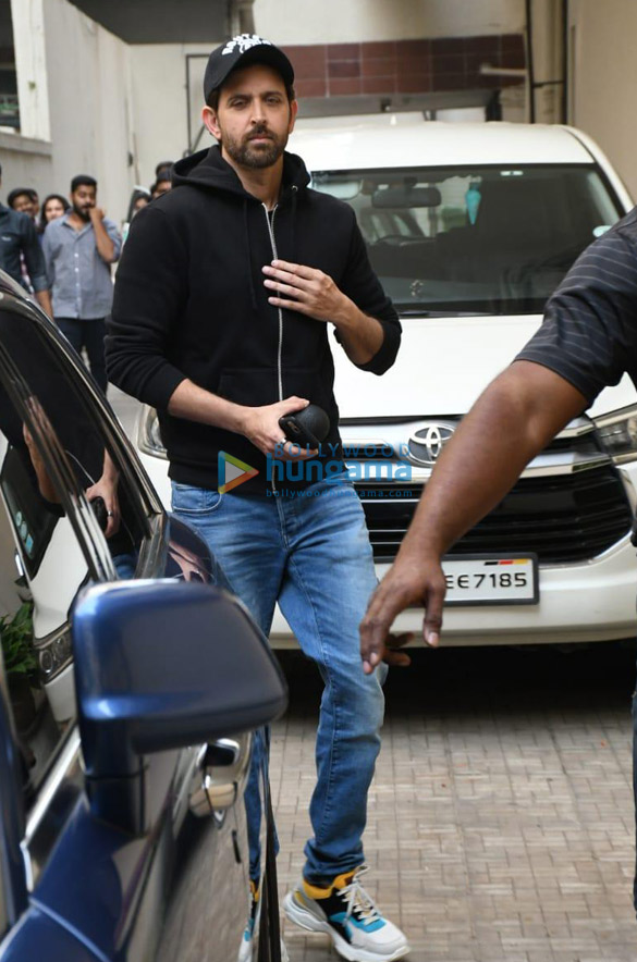 Photos Hrithik Roshan snapped at Old Dharma office (2)