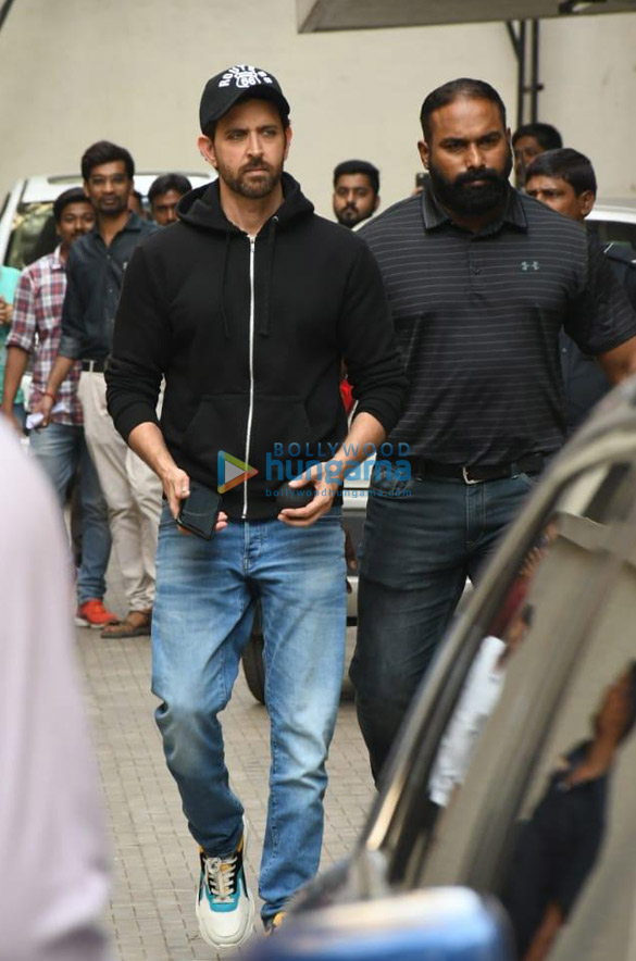 Photos Hrithik Roshan snapped at Old Dharma office (3)