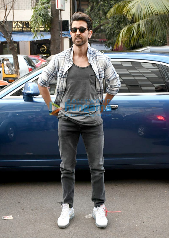 Photos Hrithik Roshan spotted at Ubuntu Studio (1)