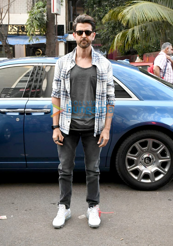 Photos Hrithik Roshan spotted at Ubuntu Studio (2)