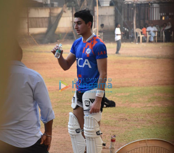 Photos Ibrahim Ali Khan snapped playing cricket (4)