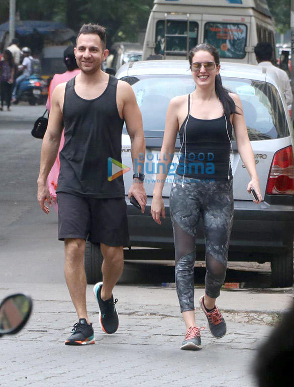 Photos Isabel Kaif snapped in Bandra (3)