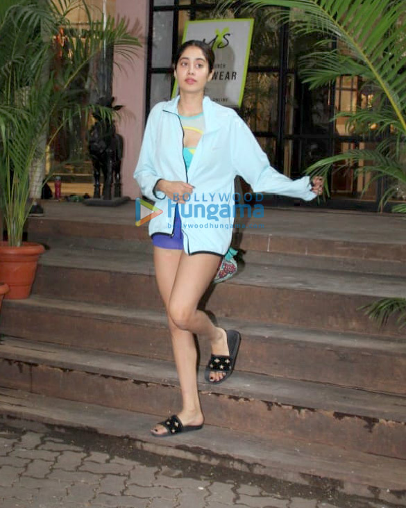 Photos: Janhvi Kapoor snapped at Pali Hill, Bandra