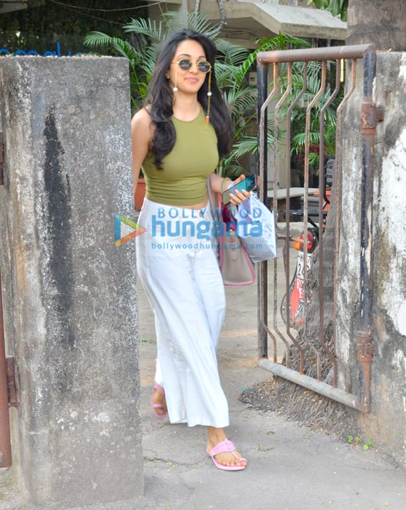 Photos: Kiara Advani spotted at Kromakay salon in Juhu