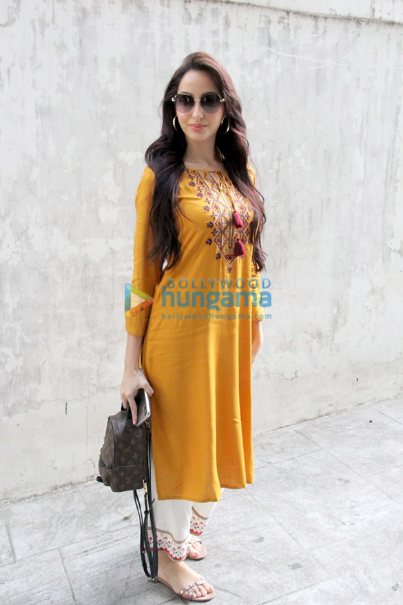 Photos Nora Fatehi snapped in Bandra (3)