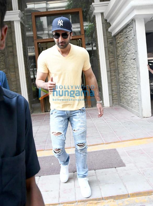 Photos Ranbir Kapoor spotted at a clinic (2)