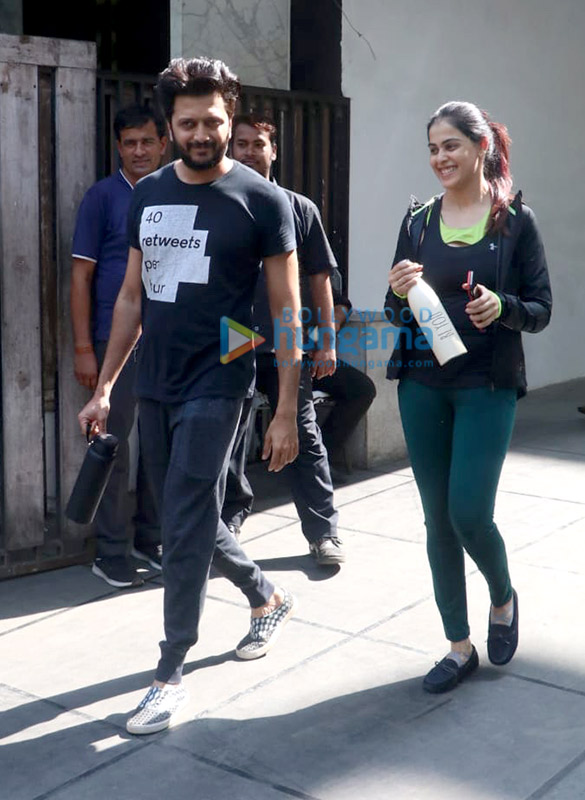 Photos Riteish Deshmukh and Genelia Dsouza spotted at the gym in Khar (2)