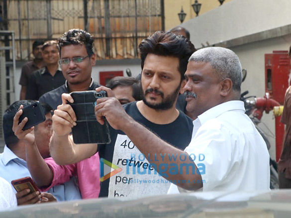 Photos Riteish Deshmukh and Genelia Dsouza spotted at the gym in Khar (3)