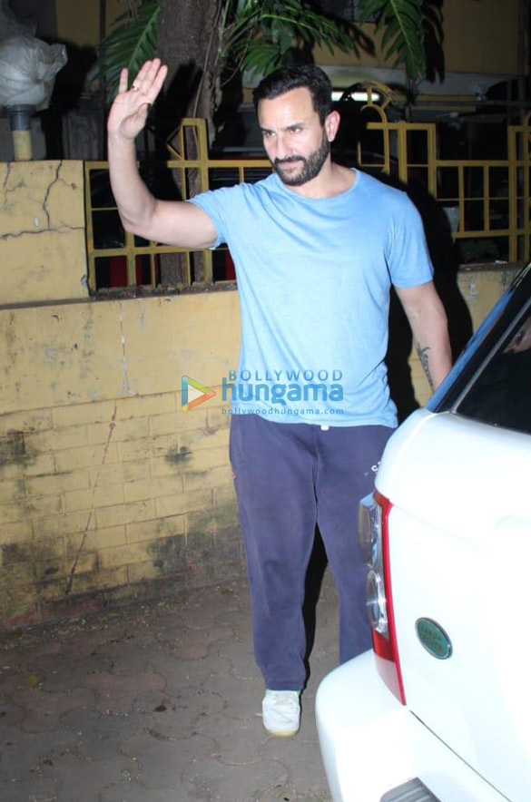 Photos Saif Ali Khan snapped at a dubbing studio in Bandra (3)