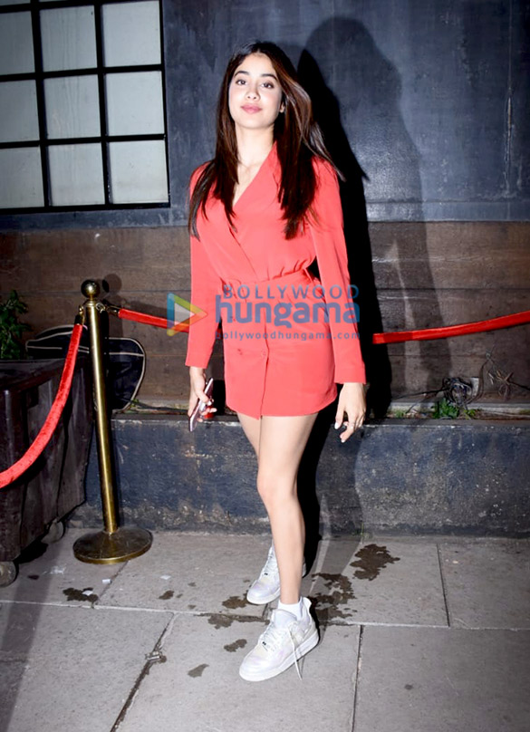 Photos Sonam Kapoor Ahuja, Anand Ahuja and others snapped at Bhane's 5th anniversary celebrations1 (4)