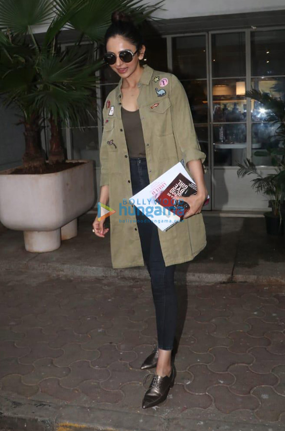 Photos Sooraj Pancholi and Rakul Preet Singh spotted at Sequel in Bandra (3)
