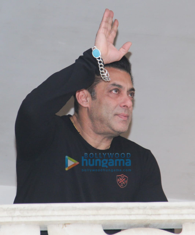 Salman Khan gets teary-eyed upon seeing massive crowd greeting him on his birthday