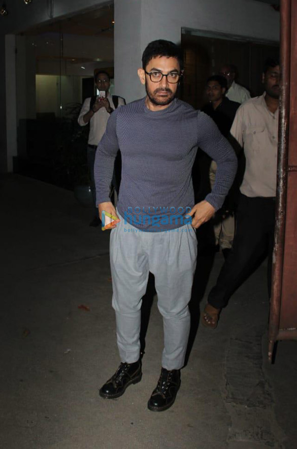 Photos Aamir Khan snapped in Juhu (1)