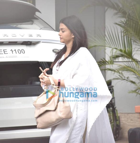 Photos Amitabh Bachchan and Aishwarya Rai Bachchan snapped at the airport in Kalina (2)