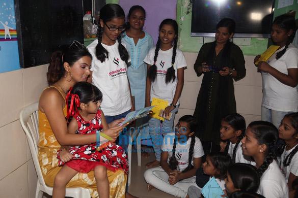Photos Geeta Basra and daughter Hinaya celebrate Lohri with the girls of Shiksha Seva Foundation (6)