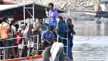 Photos: Kartik Aaryan snapped at Versova jetty