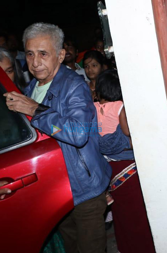 Photos Mahesh Bhatt, Farhan Akhtar and others spotted at Sunny Super Sound in Juhu (6)