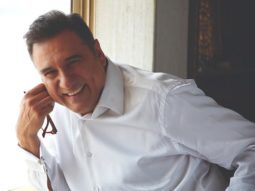 """""""Fans ask me for a 'Jaadoo Ki Jhappi' over autographs and pictures""""- says Boman Irani on Hug Day"""