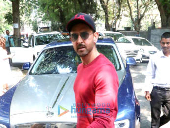 Photos: Hrithik Roshan spotted in Bandra