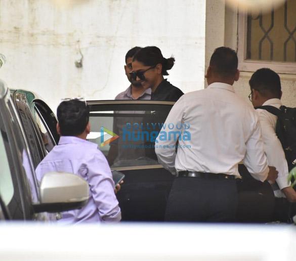 Photos Deepika Padukone, Ajay Devgn and Kabir Khan snapped at a dubbing studio (1)