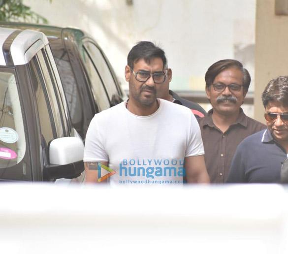 Photos Deepika Padukone, Ajay Devgn and Kabir Khan snapped at a dubbing studio (4)