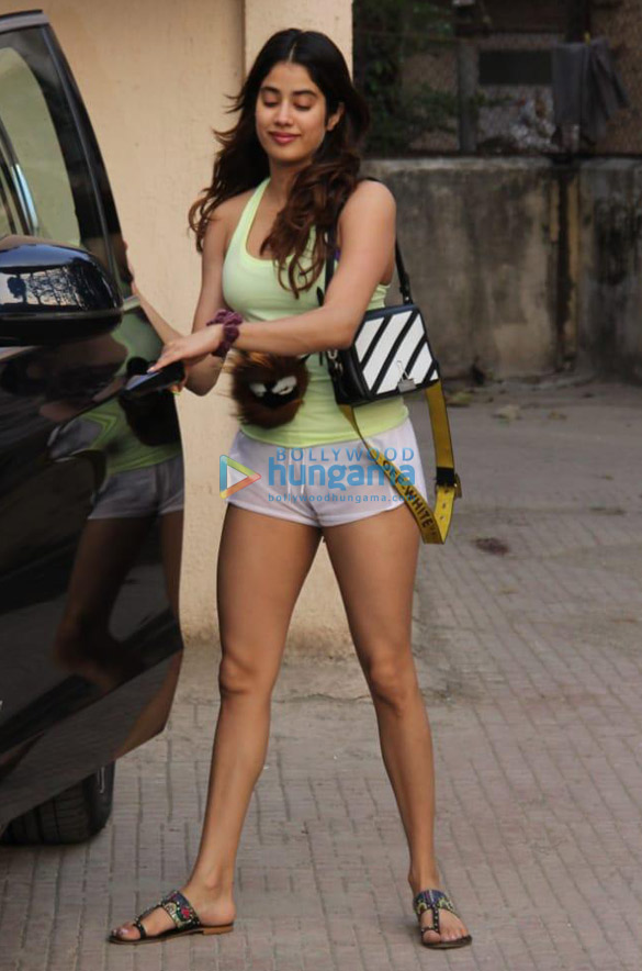 Photos Sara Ali Khan and Janhvi Kapoor spotted at the Pilates gym (2)