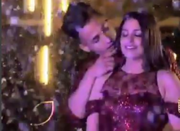 Bigg Boss 13 Grand Finale: Asim Riaz offers Himanshi Khurana a ring as they perform on a romantic track