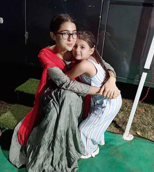 Atrangi Re: Sara Ali Khan flaunts her desi avatar as she hugs child artiste Mannat Mishra in this adorable photo