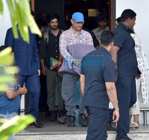 Photos Aamir Khan snapped at the airport (2)