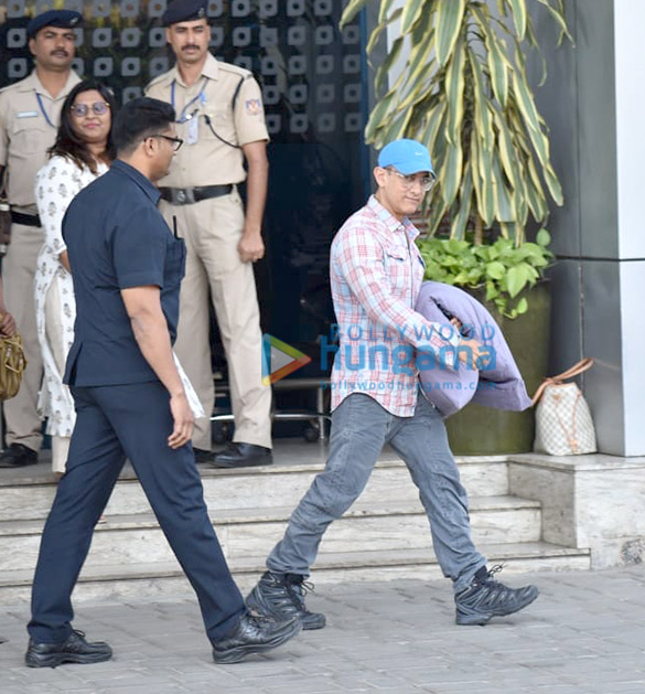 Photos Aamir Khan snapped at the airport (3)